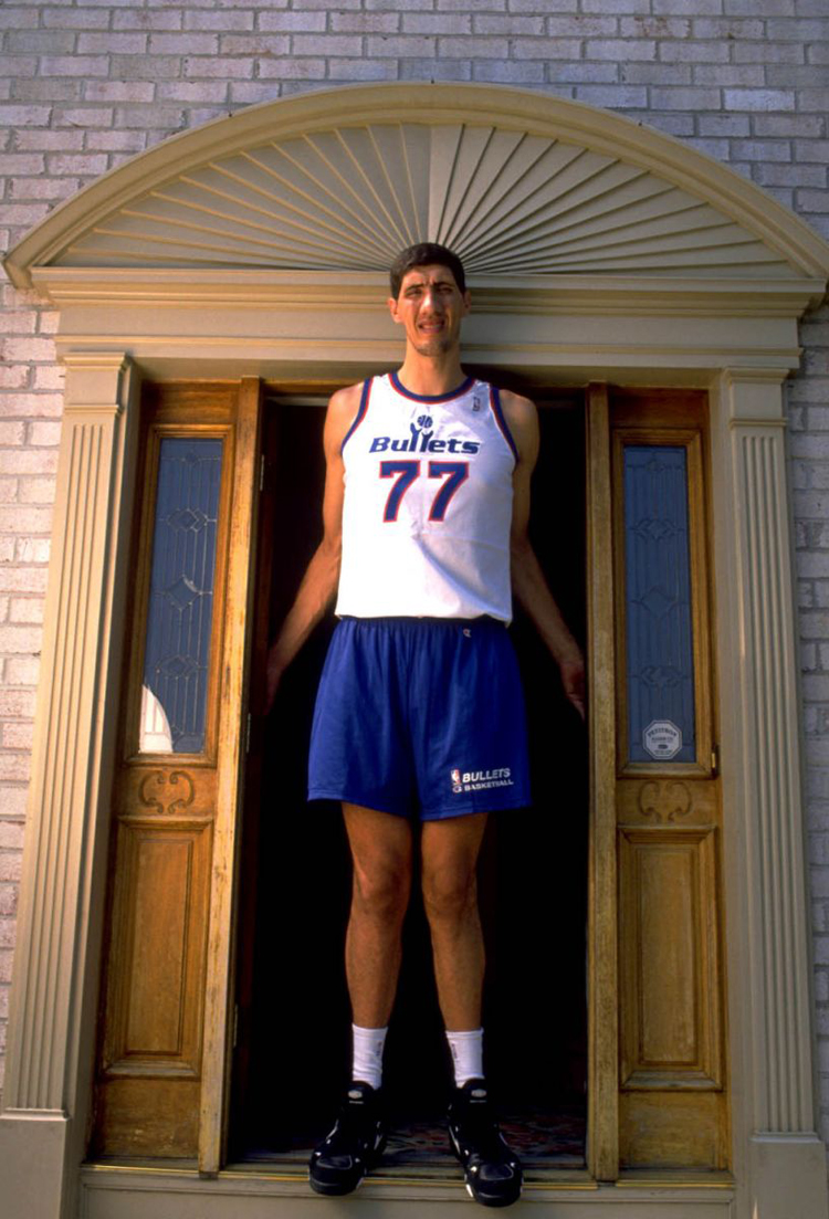 gheorghe-muresan-at-home-air-max-2-strong