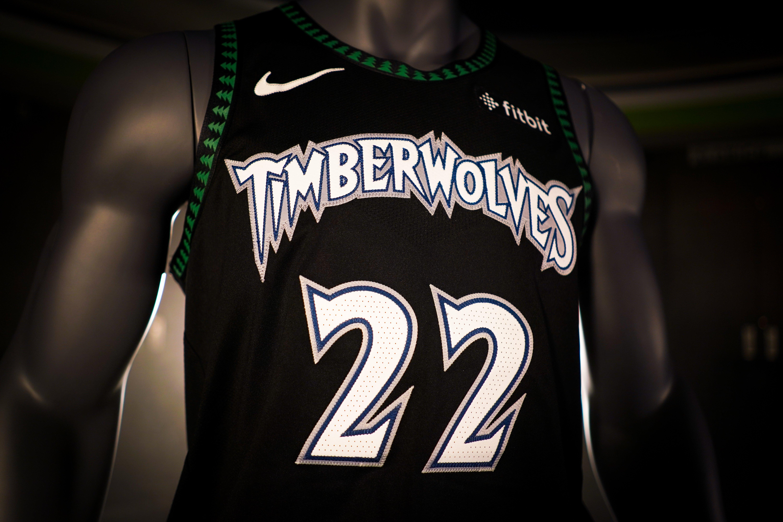 6c4bbd42f8d2 ... han vuelto ahora al uniforme mítico de la época de Kevin Garnett.  Veremos si este tono más fiero les sirve a los Wolves para dar el salto  definitivo.
